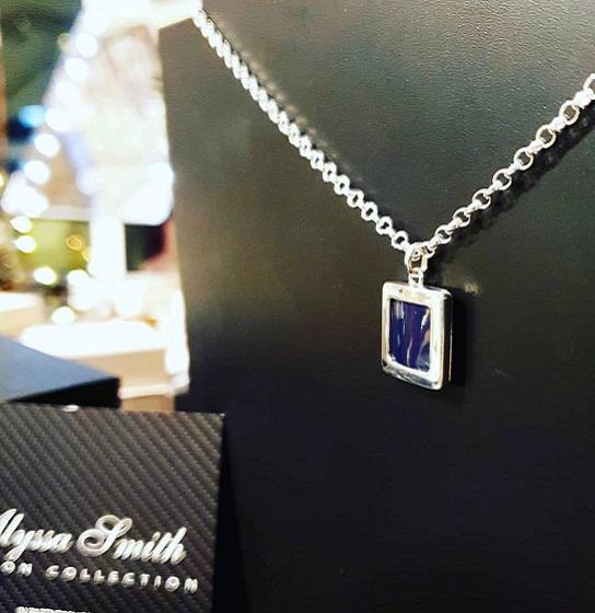 02.jewellery_alyssa_smith_blue_carbon_fibre_necklace.jpg