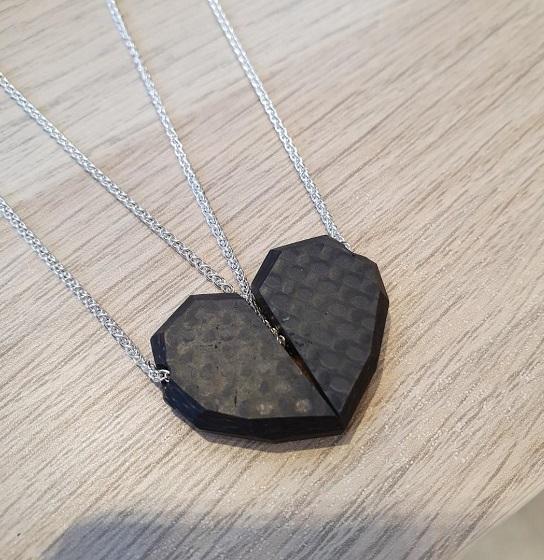 05.jewellery_alyssa_smith_carbon_fibre_friendship_necklace_3